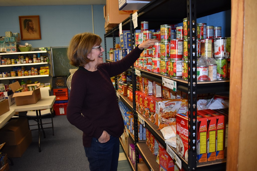 Local food pantry expands hours to help federal employees - The Sun