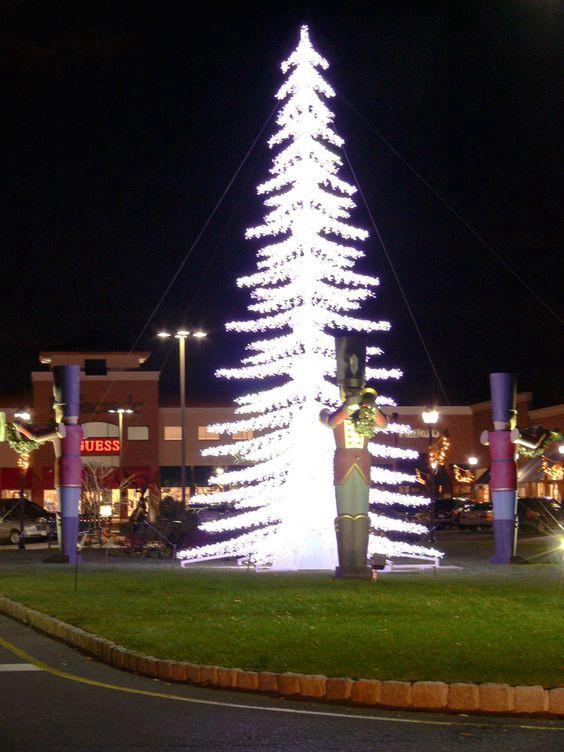 Holiday Tree Lighting At The Promenade Sagemore In