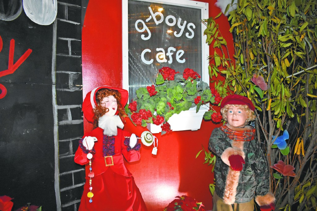Marlton's former G Boys Christmas Animation Wonderland continues at new home in Cherry Hill ...