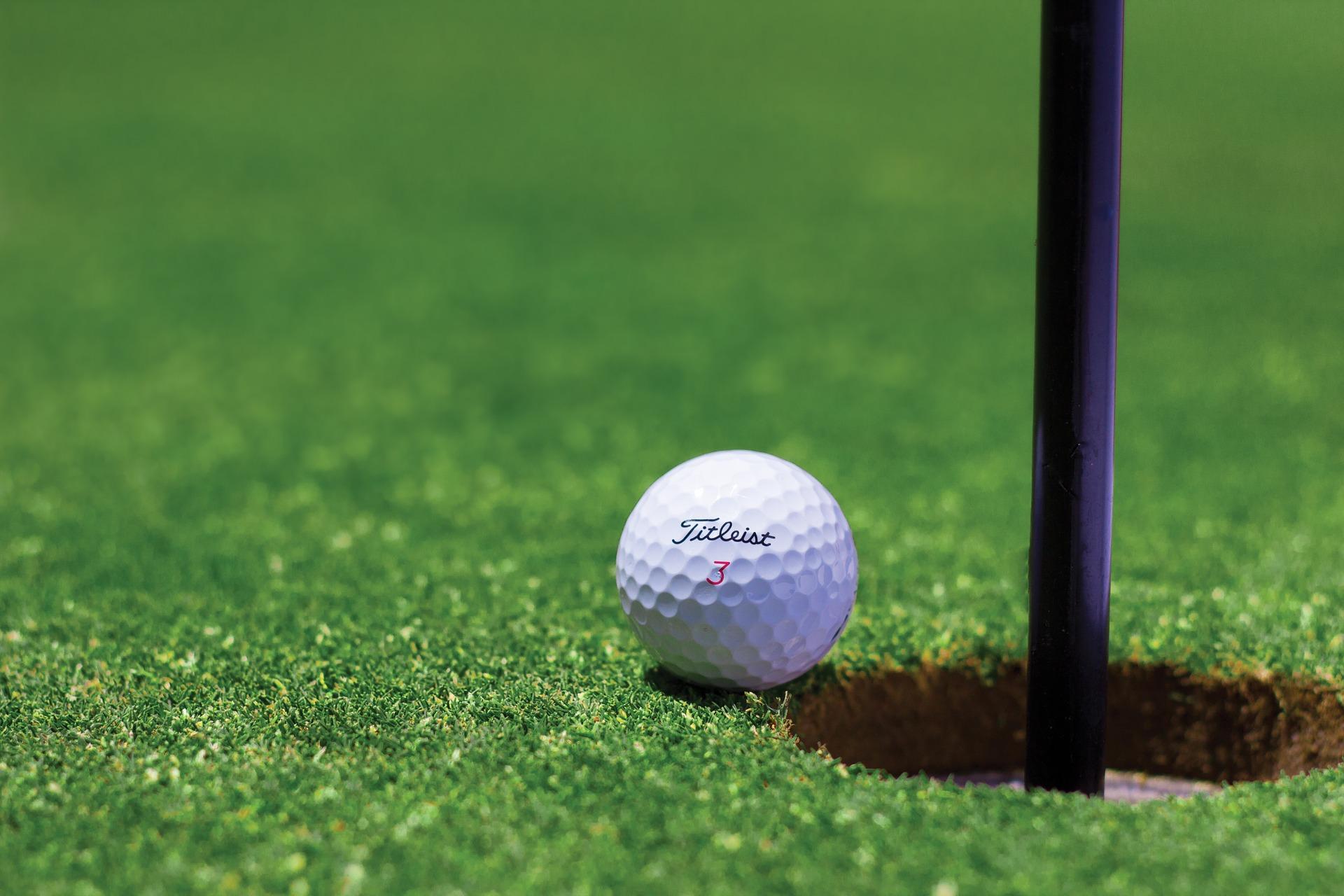 meeting golfozó nő